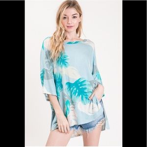 2 for $40❤️blue palms print high low  top